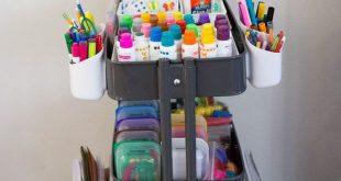 Organisieren Sie Kunstbedarf für Kinder mit dieser diy Speicherlösung. Dieser Ikea Art Cart fördert offene Kreativität und Arbeit