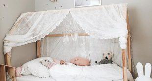 25 + › [ e m p t y b e d ] weil die Maus lieber mit Mama im großen Bett schläft …
